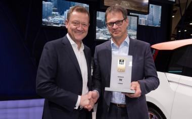 """Proyecto de investigación """"V-charge"""" obtiene el premio Connected Car Award 2015"""