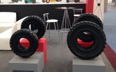 Bridgestone lanza nueva línea de llantas para montacargas
