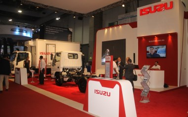 Isuzu exhibe su gama de productos en Logistic Summit 2016
