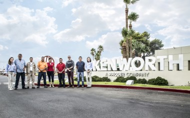 Un sueño hecho realidad: Visitan planta Kenworth