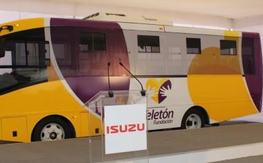 Dona Isuzu autobús ecológico a Fundación Teletón