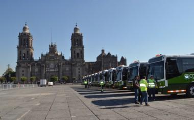 Banderazo a 74 nuevos autobuses DINA en CDMX