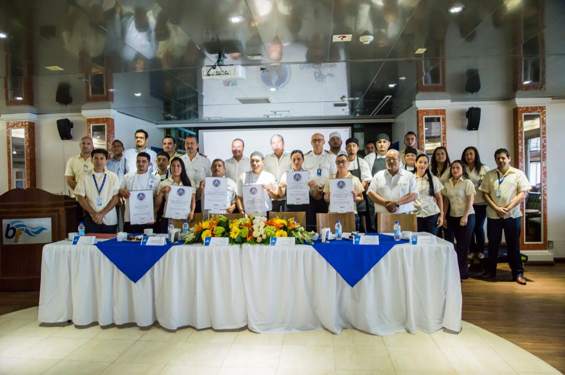 """Baja Star de Baja Ferries, reconocido con Distintivo """"H"""" de Sectur"""
