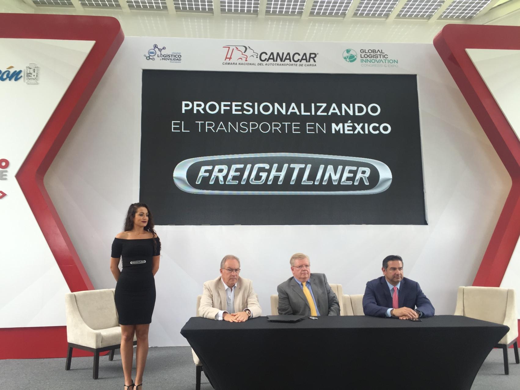 Daimler firma nuevo convenio con CANACAR en pro del transportista mexicano