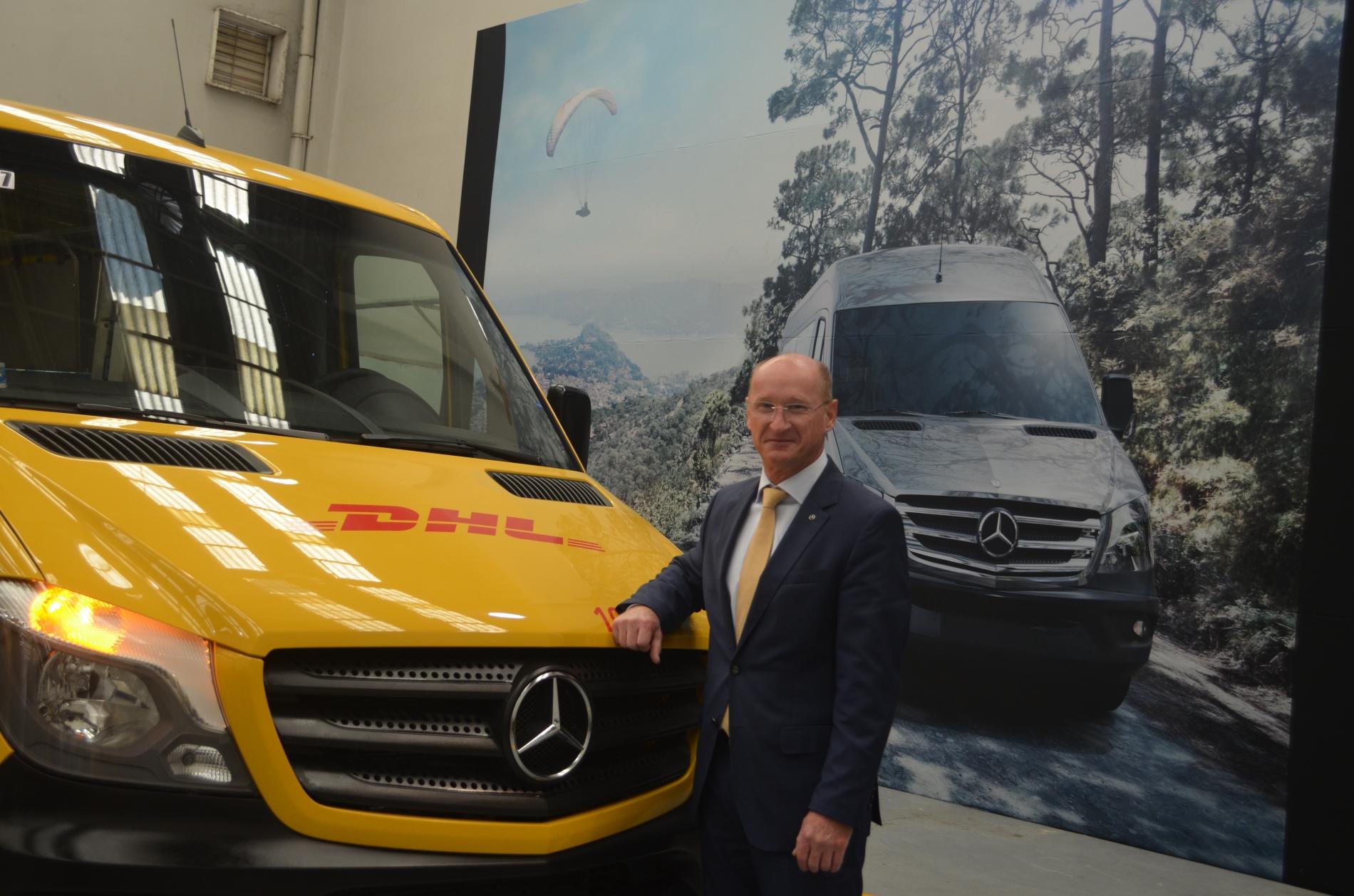DHL Express México renueva flota con 305 vanes Sprinter