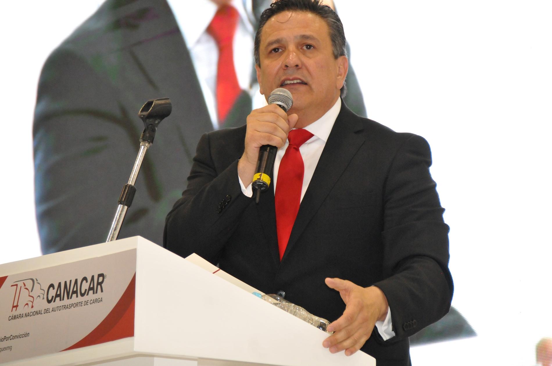 Enrique González Muñoz, al volante de la CANACAR