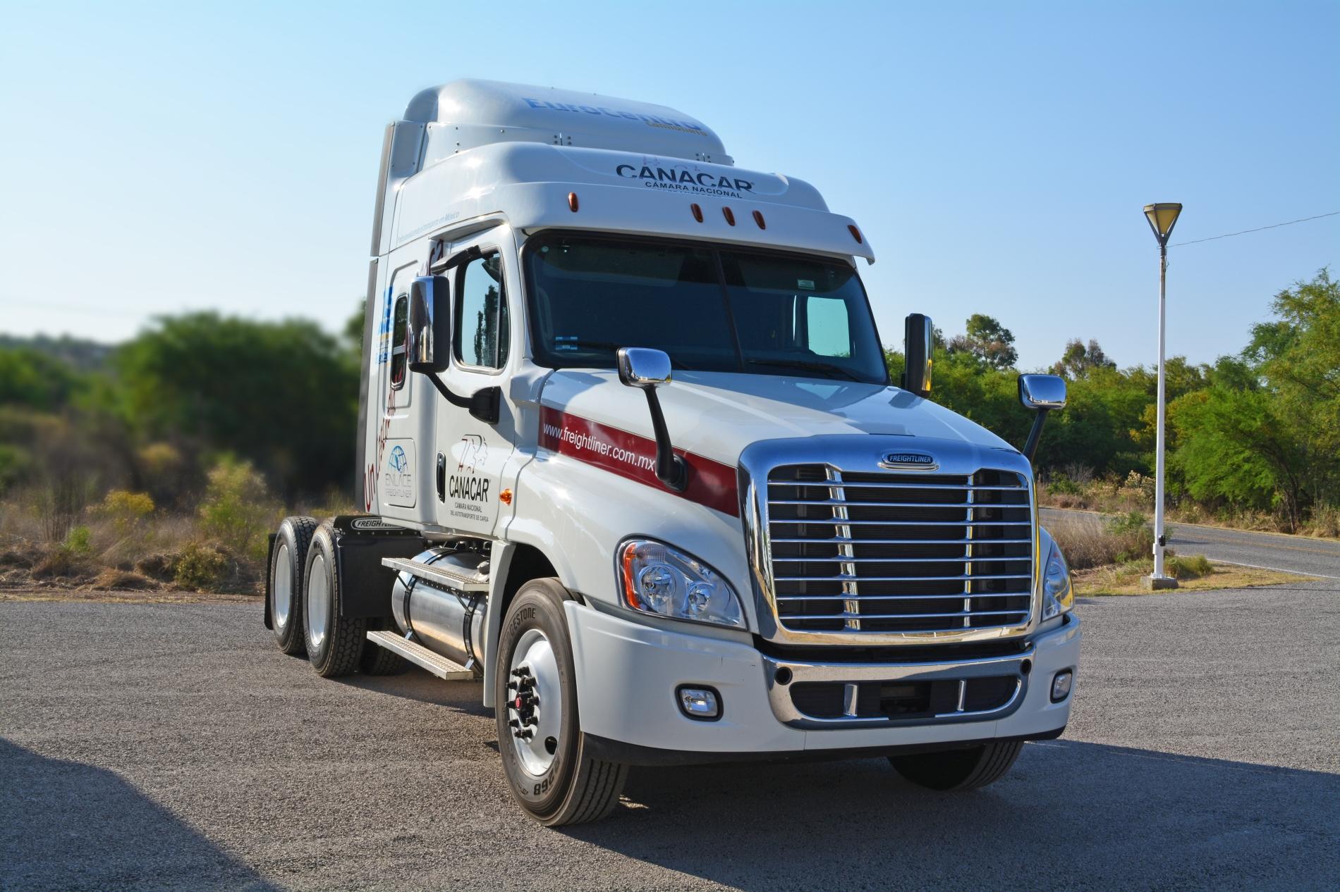 Daimler, al pendiente de la capacitación de operadores mexicanos