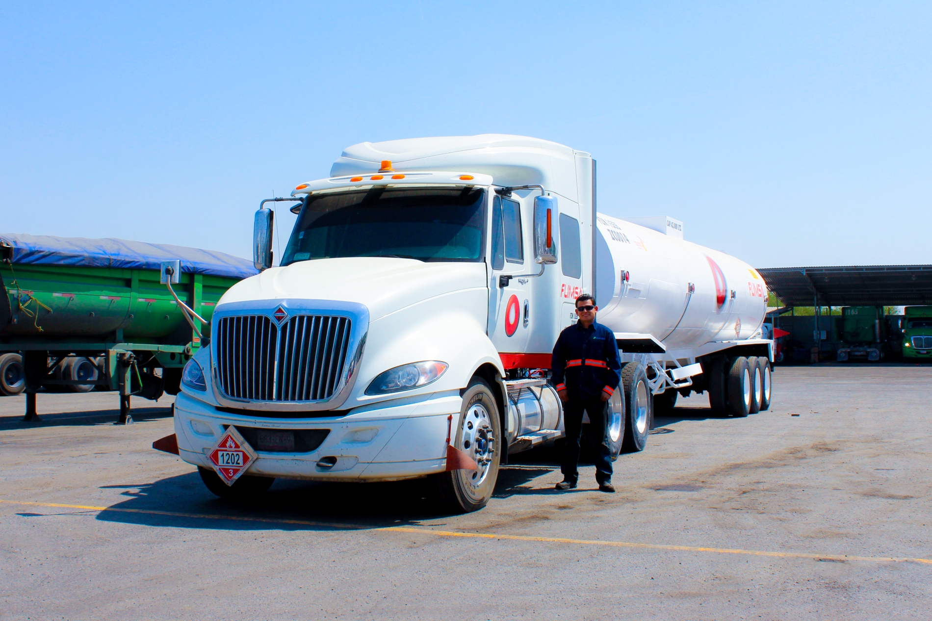 AMLO busca 2 mil operadores para abasto de combustibles