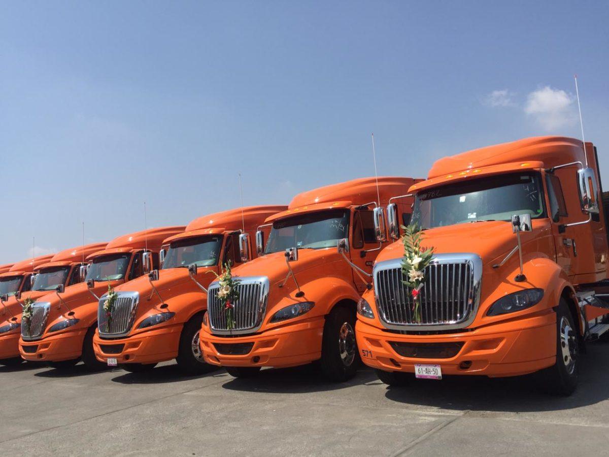 Recibe Transportes Santa Fe y Petro Asfaltos del Sureste  23 unidades ProStar