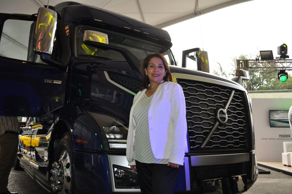 Una mujer, al volante de Volvo Trucks México