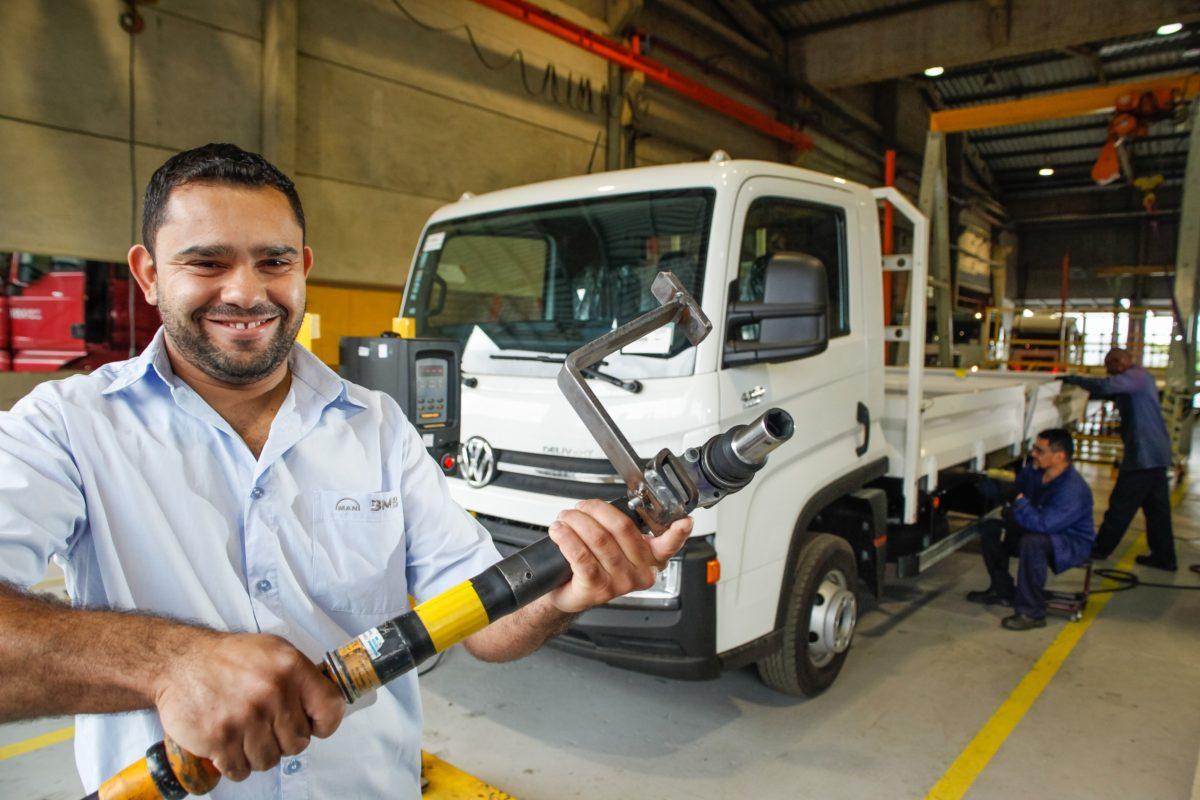 BMB cumple 18 años con más de 135 mil vehículos personalizados